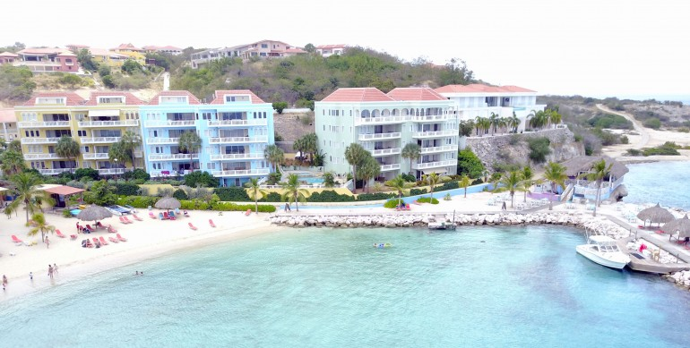 Oceanfront penthouse and condos for sale in Caribbean w. private beach