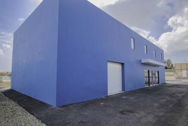 Veeris - Commercial Building for rent offering many possibilities