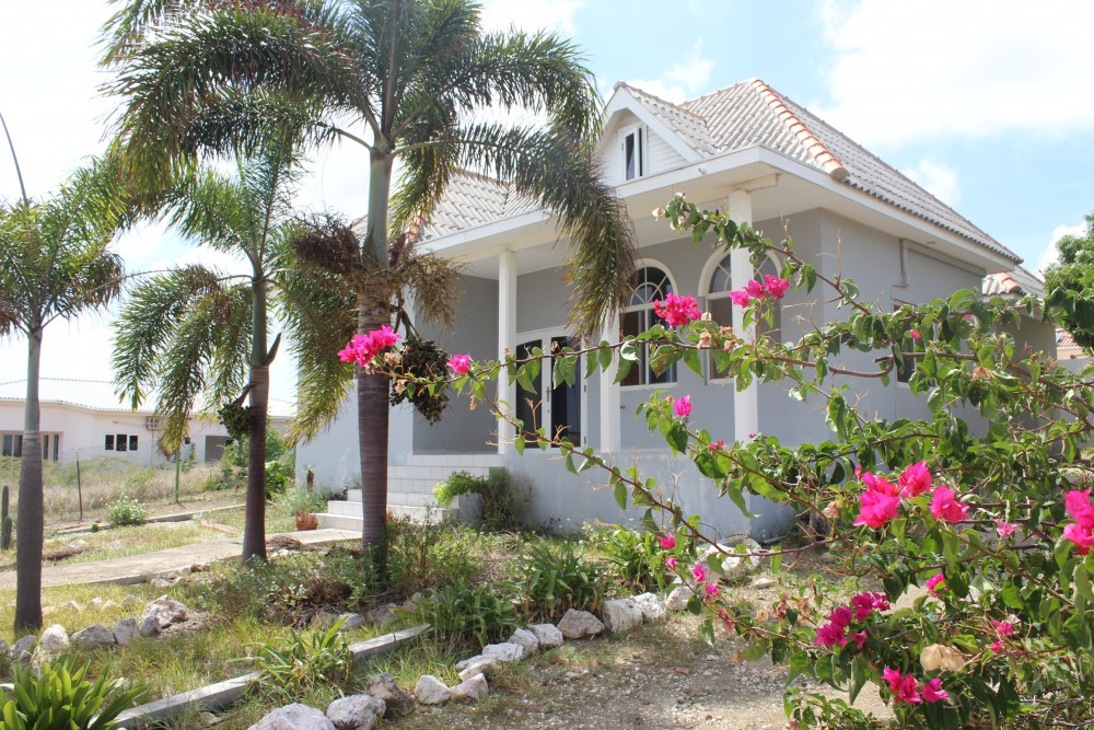 Spacious three bedroom house for rent in Curacao in safe